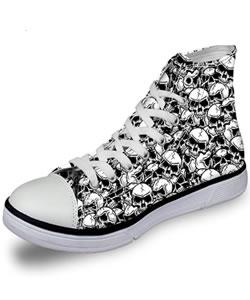 Sneakers mit Totenköpfen